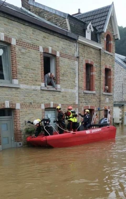 Sint-Niklaas helpt slachtoffers waterramp.